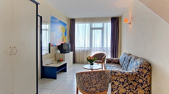 Dolphin Junior Suite